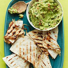 What do you put in your quesadilla? These easy quesadilla recipes suggest favorite fillings for this popular Mexican snack food spanning chicken, cheese, and even sweet potatoes. Mexican Guacamole Recipe, Mexican Food Recipes, Ethnic Recipes, Guacamole Dip, Fresh Guacamole, Nachos, Yummy Easy Snacks, Quesadillas, Summer Recipes
