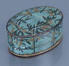 Makeup Vintage, Vintage Vanity, Vintage Beauty, Vintage Hat Boxes, Blue Perfume, Perfume Packaging, Vintage Trunks, Lipstick Case, Pretty Box