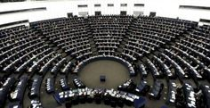 El tratado de comercio TTIP negiciado a mayor gloria de las multinacionales por la UE y EEUU es tan secreto que si los eurodiputados que han tenido ¡2 horas! para leerlo hablan de su contenido les podrían meter un juicio. Aún con tan mínimo tiempo, el tratado les ha puesto los pelos de punta... http://www.publico.es/politica/eurodiputadas-alertan-peligros-del-tratado.html