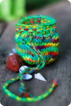 Free pattern for Treasure pouch. How cute, would be good to bring on hikes or to the beach for shells and rocks.