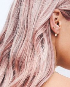 Pink Champagne Hair: the new color that will be all the rage this summer On adore l'effet nacré du champagne rose avec la peau bronzée – Farbige Haare Blond Rose, Cabelo Rose Gold, Pastel Pink Hair, Rose Pink Hair, Pink Blonde Hair, Light Pink Hair, Pink Ash Hair, Blonde Pink Balayage, Dyed Hair Pink