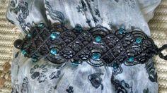 Macrame fio preto com cristais azul