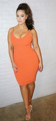 Would kill for this woman's curves! Damn!