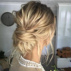 awesome There's something so BEAUTIFUL about an effortless looking UPDO! this look was ... by http://bros-haircuts.gdn/index.php/2017/01/11/theres-something-so-beautiful-about-an-effortless-looking-updo-this-look-was/