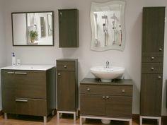 Juega combinando con muebles de lavabo y de columna. Elige un espejo acorde al acabado de la madera o al ambiente que te inspire.