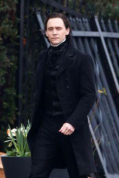 Tom Hiddleston gets prepped to film scenes for 'Crimson Peak' in Toronto on April 22, 2014 [HQ]