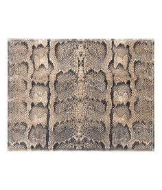Fashion and quality clothing at the best price H&m Online, Bath Rugs, Bath Mat, Fashion Online, Kids Fashion, Snake, Vanity, Clothes, Detail
