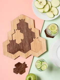 Rosh Hashanah Gift, Pomegranate and Honey Hive Set - Tray + 6 Coasters, Modern Judaica Oak and Walnu Love Holidays, Rosh Hashanah, Walnut Veneer, Wooden Puzzles, New Year Gifts, Serving Dishes, Decoration, Safe Food, Pomegranate