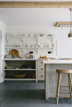 The Henley on Thames Kitchen - Shaker Kitchen Project Designers: deVOL Kitchens Location: London, United Kingdom The Henley On Thames Kitchen Slate Floor Kitchen, Taupe Kitchen, Kitchen Flooring, Slate Flooring, Rustic Kitchen, Slate Tiles, Rustic Desk, Rustic Cake, Flooring Options