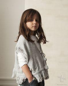 Poncho con bolsillos y pompones para niña. También igual para mamá. Moda Mini Me. #MimetteShop