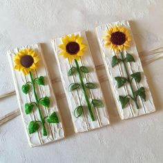 Sunflowers are made with different media: gum paste. wafer paper and royal icing. Step by step pictures in comment Summer Cookies, Fall Cookies, Iced Cookies, Cute Cookies, Easter Cookies, Cupcake Cookies, Cupcakes, Sunflower Cookies, Flower Sugar Cookies