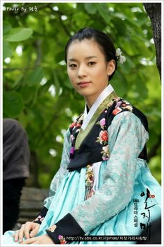 """Iljimae(Hangul:일지매;hanja:一枝梅;RR:Iljimae; literally """"One blossom branch"""") is a 2008 South Koreanperiod-action television series, starringLee Joon-giin the title role of Iljimae,Han Hyo-joo,Lee Young-ahandPark Si-hoo.It is loosely based on thecomic stripIljimae, published between 1975 and 1977, written by Ko Woo-young based onChinese folklorefrom theMing dynastyabout a maskedRobin Hood-esque character during theJoseon era. 한효주"""