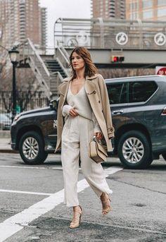 Sim, você pode misturar os tons de bege! O tom do algodão cru é perfeito para deixar o look fresh e chic it girl - calca-linho-bege-casaco-sueter-bege - bege - calca-linho-bege-casaco-sueter-bege - street style