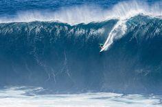 ... Y bailar con la felicidad.  Desnuda cada momento sin hacer caso al tiempo.  No hay relojes si tenemos sueños. Dibuja una sonrisa una sonrisa más.  Camina hasta llegar cerca muy cerca del cielo.  Eres tú quien cuenta en este cuento... ........ Surfer: Ian Walsh #hawaii #peahi #challenge #surf #surfing #surfer #surfstyle #ola #wave #agua #water #oceano #ocean #mar #sea #deporte #sport #naturaleza #nature #musica #music ........    Atacados - Felicidad