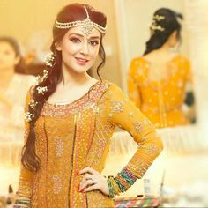 Trends of Mehndi dresses has been changing with time. We have brought some latest ideas for you. Pakistani Mehndi Dresses has a wide range of dresses of Lehnga Choli style. Pakistani Mehndi Dress, Pakistani Wedding Dresses, Pakistani Bridal, Bridal Dresses, Pakistani Couture, Mehendi, Mehndi Hairstyles, Indian Hairstyles, Wedding Hairstyles