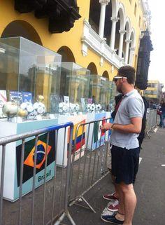 Los turistas que siempre andan por Plaza de Armas se llevarán un recuerdo hermoso en su estadía en Lima ¡Pudieron apreciar la colección / #sports #soccer #fútbol #colección #soccerfan #CopaAmérica #Chile2015