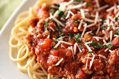 Homemade spaghetti sauce isn't hard and the taste is absolutely amazing! You can also sub in ground beef if you prefer that over ground turkey. Ground Turkey Spaghetti, Ground Turkey Tacos, Ground Turkey Recipes, Chili Spaghetti, Homemade Spaghetti Sauce, Spaghetti Recipes, Healthy Summer Recipes, Super Healthy Recipes, Allergy Free Recipes