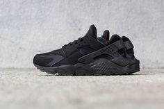 """The Nike Air Huarache is the latest silhouette to receivethe """"Triple Black"""" colorway. Highlighting an all-over black coating on the Tinker Hatfield-designed classic, the runner features a neoprene li..."""
