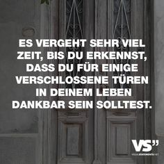 Es vergeht sehr viel Zeit, bis du erkennst, dass du für einige verschlossene Türen in deinem Leben dankbar sein solltest. - VISUAL STATEMENTS®