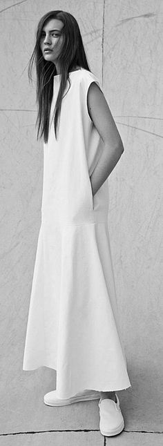 White Simplicity - long dress with drop-waist detail;White Simplicity – long dress with drop-waist detail; Minimalist Fashion Women, Minimal Fashion, White Fashion, Look Fashion, Womens Fashion, Fashion Tips, Fashion Check, Classic Fashion, 80s Fashion