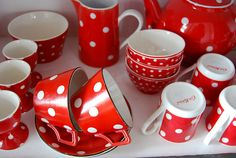 seeing red ~ polka dots that is  #polka_dots #dishes
