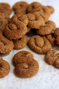 Joo, piparit kuuluu jouluun. Ja meillä ne on ties kuinka monennetta vuotta ruispipareita . Kahdesta syystä: Maku ja leivottavuus. Mutta y... Cinnamon Spice, Cookie Crumbs, Spices, Cooking Recipes, Sweets, Cookies, Baking, Desserts, Biscuits