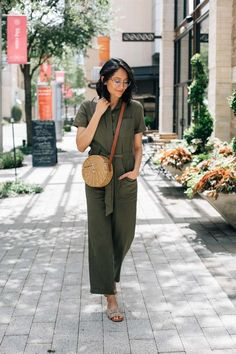 Linen Jumpsuit for summer Mom Outfits, Simple Outfits, Summer Outfits, Olive Jumpsuit, Spring Skirts, Layered Fashion, Fashion And Beauty Tips, Jumpsuit Outfit, Denim Trends