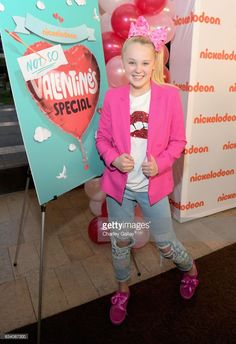JoJo Siwa Photos - Dancer/Actress JoJo Siwa attends Nickelodeon's Not So Valentine's Special on February 2017 in Los Angeles, California. - Nickelodeon's Not So Valentine's Special Valentine Special, Valentines, Jojo Siwa Outfits, Star Actress, Teen Girl Poses, Bow Shirts, Fist Bump, Celebs, Celebrities