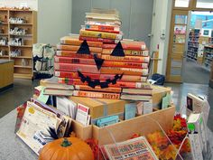 Totally doing this next Halloween as a display in the library. Surround it with scary stories to make it useful AND funny. Library Work, Class Library, Library Bulletin Boards, Elementary Library, Fall Library Displays, School Displays, Halloween Math, Halloween Books, Halloween Costumes