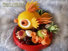 Fruit Carving Arrangements and Food Garnishes: Melon Goldfish and Sea Treasure