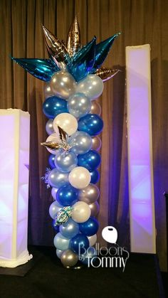 An Ice themed balloon column | Balloons by Tommy | #balloonsbytommy