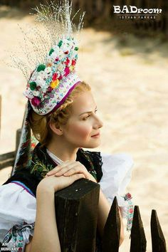Hungarian beauty girl of the day from Hollóháza! Hungarian Embroidery, Vintage Embroidery, Embroidery Stitches, Embroidery Patterns, Hand Embroidery, Floral Embroidery, Stage Set Design, Folk Costume, Costumes