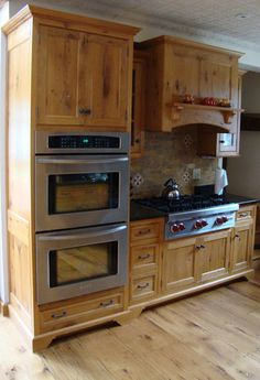 I always thought I hated oak cabinets.  Recently, I discovered the differences between Red Oak & White Oak.  Love this white oak kitchen.