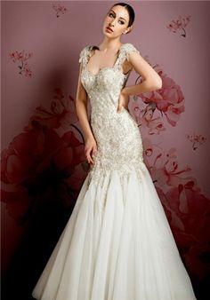 The ysa makino wedding dresses are able to produce a beautiful experience, without forgetting the importance of amazing quality. Low Back Wedding Gowns, One Shoulder Wedding Dress, Backless Wedding, High Fashion Dresses, Designer Wedding Gowns, Wedding Dresses Photos, Lovely Dresses, Dream Dress, Beautiful Bride