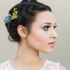 7 Gorgeous Wedding Hairstyles for Short Hair-Crystal headpieces, white veils, and more. Classic Wedding Hair, Curly Wedding Hair, Wedding Hairstyles For Long Hair, Prom Hair Accessories, Ponytail Hairstyles, Hair Type, Curly Hair Styles, Glamorous Wedding, Veils