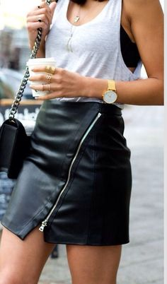 Leather skirt outfits can likewise be made formal for those expert events. There are a lot of outfits that may be created with leather skirt. There are several leather skirt outfits you are able to garb in for an excellent… Continue Reading → Mode Outfits, Fashion Outfits, Womens Fashion, Fashion Trends, Fashion Bloggers, Fashionista Trends, Swag Fashion, Skirt Fashion, Paris Fashion