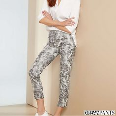 Your dream pants,Lisette L Pants flatten and flatter.They slim the abs,contours the hips and shape the behind. Wrinkle-free fabrics with genius construction Flatter Stomach, Silver Prices, Ankle Pants, Legs Open, Paisley Print, Fashion Pants, Blue Denim, Your Style, Gray Color