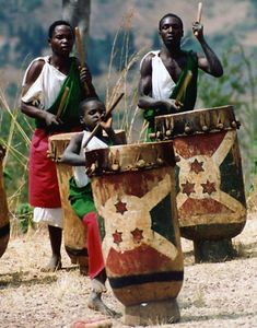 "Burundi ~ Photographer's Note: A small boy joins more experience drummers in an impromptu performance of ""Les Tamborines"". Paises Da Africa, Out Of Africa, East Africa, We Are The World, People Around The World, Les Seychelles, Afrique Art, African Drum, Great Lakes Region"