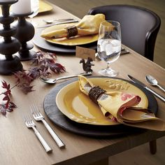 Rich with the color and imagery of autumn, this oversized seasonal plate is crafted by Portuguese artisans with raised relief oak leaves and acorns and an appetizing pumpkin glaze. Durable stoneware plate goes from oven to table. Coordinating platter and serving bowl sold separately.
