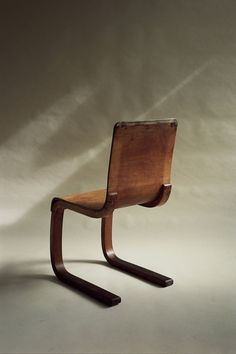 Chair 21, Alvar Aalto, (FINMAR Ltd.), Finland, 1933 — 1934 Old Chairs, Eames Chairs, Vintage Chairs, Dining Chairs, Simple Furniture, Living Furniture, Modern Furniture, Furniture Design, Alvar Aalto