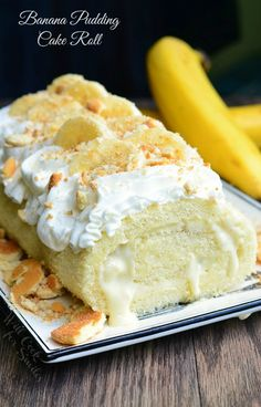 Banana Pudding Cake Roll Recipes Soft, delicious cake roll that's rolled with homemade banana pudding, vanilla wafer crumbs and fresh bananas inside, then topped w. Homemade Banana Pudding, Banana Pudding Cake, Banana Recipes, Banana Bread, Banana Roll, Köstliche Desserts, Delicious Desserts, Dessert Recipes, Plated Desserts