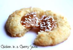 Argentine Thumbprint Cookie broken in half Recently, I have become a keen drinker of Mate . Despite the fact that Mate suppresses the appe. Gourmet Recipes, Sweet Recipes, Dessert Recipes, Desserts, Argentine Recipes, Argentina Food, Cherry Sauce, Thumbprint Cookies, I Love Food