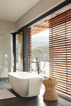 Salle de bain baie vitrée