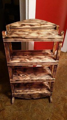 Upcycled Pallet Bookshelf | 101 Pallet Ideas
