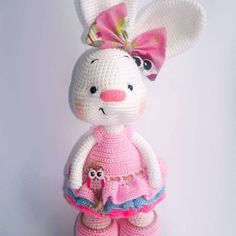 Are you looking for free cute amigurumi bunny pattern? Crochet with Amigurumi Today! Here you can discover lots of amigurumi bunny ideas and crochet bunny patterns suited to every fancy! Easter Crochet, Crochet Crafts, Crochet Projects, Free Crochet, Crochet Bunny Pattern, Crochet Rabbit, Crochet Patterns Amigurumi, Crochet Dolls, Amigurumi Minta