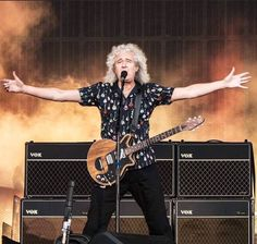 It's like that Elmo gif--- Queen Photos, Queen Pictures, John Deacon, Adam Lambert, Brian's Song, Brian Rogers, Queen Brian May, Roger Taylor, We Will Rock You