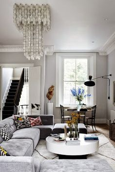 A west London townhouse has been transformed by interior designer Suzy Hoodless into a glam space. Love. Via House and Garden UK.