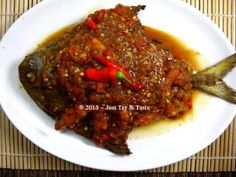 Just Try & Taste: Ikan Bawal Kuah Pecak Fish Recipes, Seafood Recipes, Asian Recipes, Yummy Recipes, Seafood Diet, Fish And Seafood, Ocean Food, Indonesian Cuisine, Indonesian Recipes