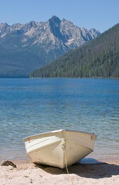 Redfish Lake is the most popular resident vacation spot in the state. Great Places, Places To See, Beautiful Places, Redfish Lake Idaho, Dream Vacations, Vacation Spots, My Own Private Idaho, Lets Run Away, Desert Life