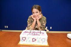 Martina Stoessel celebrando su cumpleaños número 16 en la sede de Disney Channel en Burbank, California.